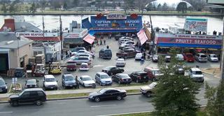 Maine ave fish market potomac river guide for Washington dc fish market